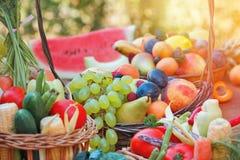świeżych owoc organicznie warzywa obrazy stock