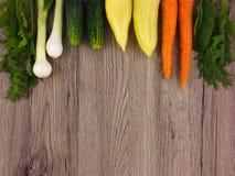 Świeżych warzyw kolorowa rama na drewnianym tle Mieszkanie nieatutowy Obraz Royalty Free