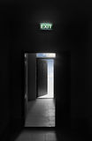 Wpisowy wyjście Nad otwarte drzwi Fotografia Stock