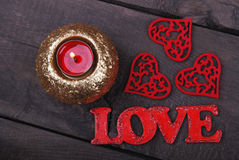 Świeczka, czerwoni serca i miłość tekst, Zdjęcia Royalty Free