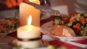 Świeczka na wakacyjnym stole zdjęcie wideo