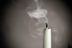 Świeczka paląca na stole Zdjęcie Royalty Free