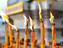 Świeczka przy buddhism świątynią Fotografia Royalty Free