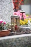 Świeczka przy cmentarzem, pogrzeb fotografia royalty free