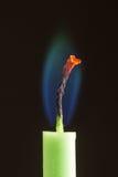 Świeczka z niebieskozielonym płomieniem Fotografia Stock