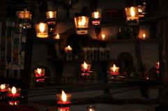 Świeczki światło, świeczki abstrakta tła Selekcyjny fo Fotografia Royalty Free