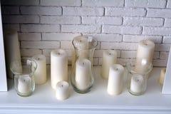 Świeczki i biała graba w pokoju Obrazy Stock