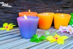 Świeczki i kwiatu klingeryt piękny Obrazy Stock