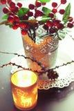 Świeczki jagody gałąź boże narodzenia Obraz Royalty Free