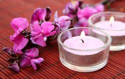świeczki karać grzywną kwiaty zdjęcie royalty free