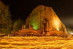 Świeczki macha obrządek na Buddyjskim święcie religijnym Zdjęcie Stock
