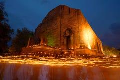 Świeczki macha obrządek na Buddyjskim święcie religijnym Obrazy Stock