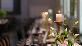 Świeczki na candlestick dla przyjęcia Hd wideo zdjęcie wideo
