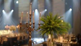 Świeczki na candlestick dla przyjęcia Hd wideo zbiory wideo