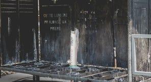 Świeczki przy świątynią Lourdes, obok groty Zdjęcie Royalty Free