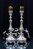 świeczki shabbat Srebni candlesticks z oliwa z oliwek zdjęcie stock