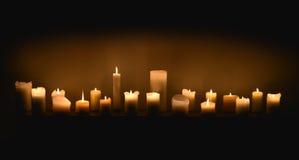 Świeczki w zmroku fotografia stock