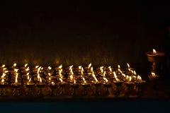 Świeczki we wnętrzu świątyni w Tashi Ling wiosce, Ne zdjęcie royalty free