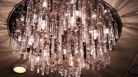 Świecznik w mieszkaniu scena Piękny świecznik na suficie mieszkanie elegancki świecznik na zdjęcie wideo