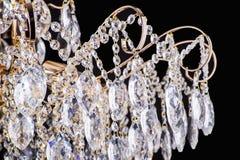 Świecznika światło w wnętrzu, Chrystal świecznika zakończenie krystaliczna część od świecznika, świecznik, oświetlenie, wyposażen Zdjęcie Stock