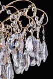 Świecznika światło w wnętrzu, Chrystal świecznika zakończenie krystaliczna część od świecznika, świecznik, oświetlenie, wyposażen Fotografia Stock