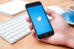 Świergot jest onlinym ogólnospołecznym networking microblogging usługa i Zdjęcia Stock