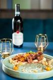 Świetny łomota projekt w restauraci z dobrym czerwonym winem obrazy royalty free