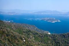 Świetny jasny dzień dla patrzeć Shikoku pasma górskie i kropkowaną wyspę Seto głębu lądu morze Itsukushima Miyajima wyspa, Obraz Royalty Free