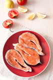Świezi łososiowi rybi stki zdjęcie stock
