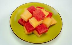 Świezi arbuzy i melony na zielenieją talerza zdjęcie stock