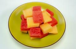 Świezi arbuzy i melony na zielenieją talerza zdjęcie royalty free