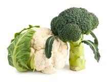 Świezi brokuły i kalafior odizolowywający na bielu Zdjęcia Royalty Free