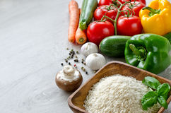 Świezi coloured warzywa i basmati ryż dla jarskiego kucharstwa Zdjęcie Stock