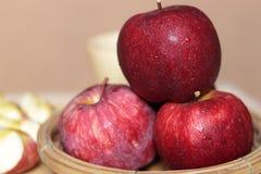 Świezi czerwoni jabłka Zdjęcia Stock