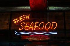 Świezi dennego jedzenia neonowi światła Zdjęcia Royalty Free