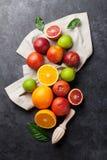 Świezi dojrzali cytrusy Cytryny, wapno i pomarańcze, zdjęcia royalty free