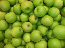 Świezi dojrzali zieleni jabłka fotografia stock
