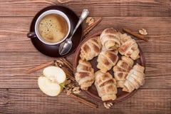 Świezi domowej roboty croissants z jabłkiem i filiżanką kawy Obraz Royalty Free