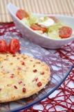Świezi kulebiaki z bekonem i serem zdjęcie royalty free