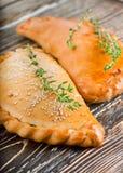 Świezi kulebiaki z mięsem i serem obrazy royalty free