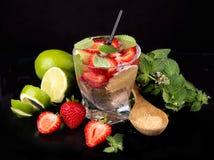 Świezi mojito napoje nad czernią Zdjęcie Royalty Free