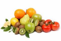 Świezi owoc i warzywo odizolowywający na biel. Zdjęcie Stock