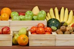 Świezi owoc i warzywo w supermarkecie zdjęcie royalty free