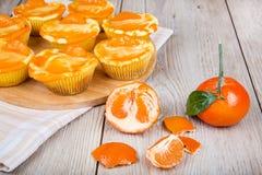 Świezi piec mini clementine cheesecakes w słodka bułeczka tworzą Zdjęcia Stock