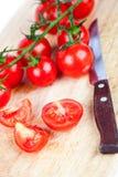 Świezi pomidory i stary nóż Zdjęcia Royalty Free
