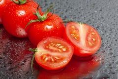 Świezi pomidory opłukujący zdjęcia stock