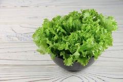 Świezi sałata liście w pucharze Fotografia Stock