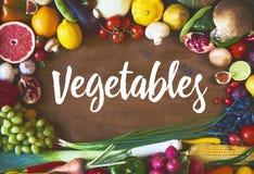 Świezi surowi warzywa na drewnianej tło kopii przestrzeni dla teksta fotografia stock