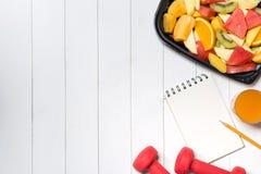 Świezi veggies i owoc zdrowy posiłek zdjęcie stock