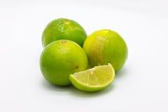 Świezi wapno owoc i plasterek na białym tle Zdjęcie Stock